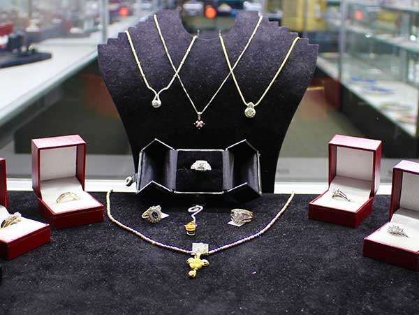 We buy, sell and lend on all types of gold jewelry