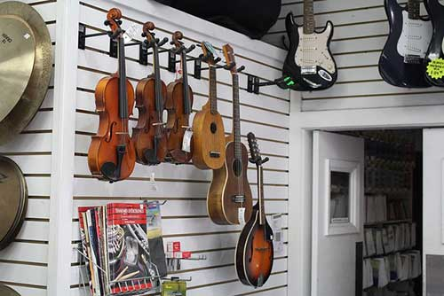 we provide cash loan on Musical instruments, coins, jewelry, watches, electronics, tools