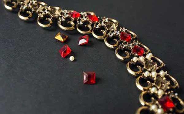 Do Pawn Shops Buy Broken Jewelry?