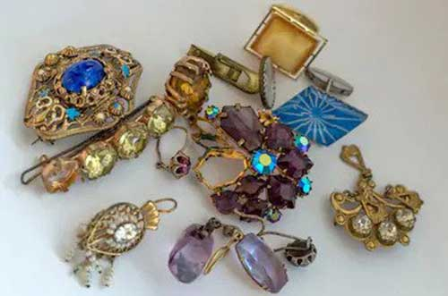 Your broken jewelry is still valuable