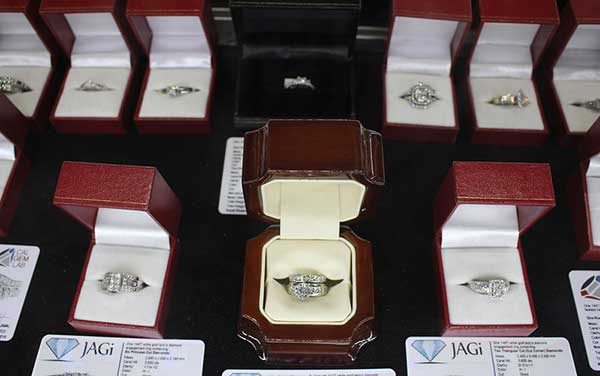 looking for a place to buy sell or pawn gold and silver jewelry in Ontario CA