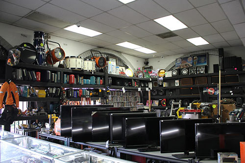 we buy, sell and lend watches, jewelry, tools, musical instruments and more