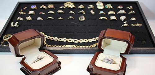 we buy sell and pawn golden jewelry near Pomona CA
